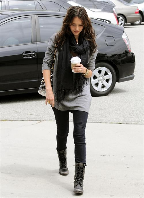What to Wear With Leggings And Boots