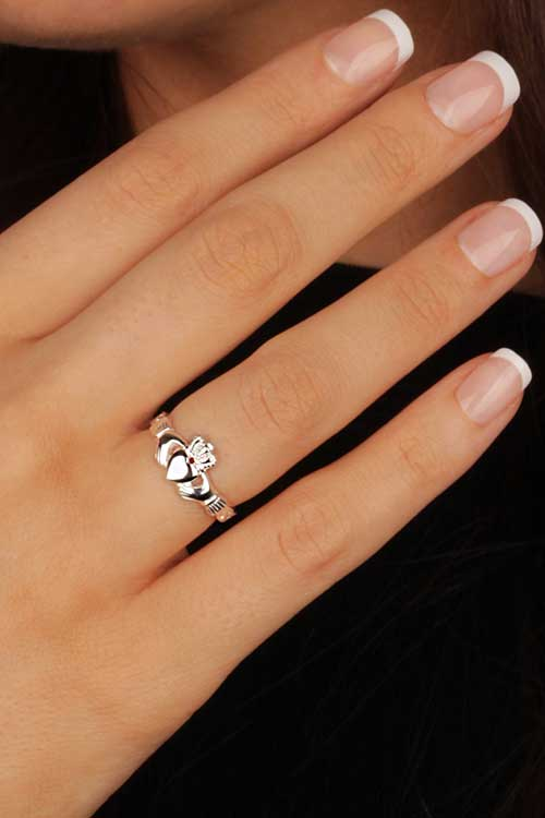 claddagh ring meaning fashion belief