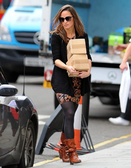 Brown Ankle Boots With Black Leggings