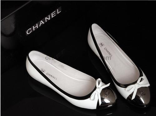 coco-shoes-fashion-black-and-white
