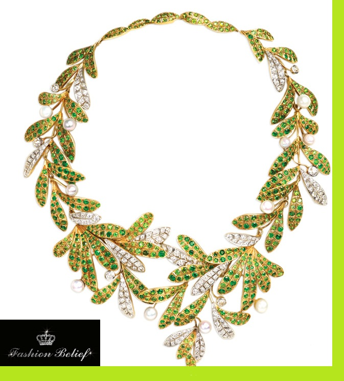 accessory-for-lady-with-long-neck-and-wide
