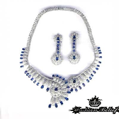 blue-necklace-for-special-occasions