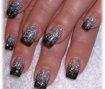 Sparkling holiday nail art with glitter
