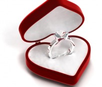 Valentine's Day gift ideas – a diamond ring