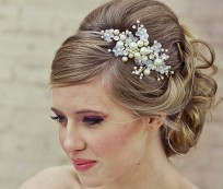 Bridal accessories with pearls and crystals